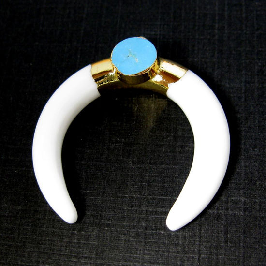 Wholesale Gold or Silver Plated Agate Crescent Double Horn Charm With 8mm Turquoise